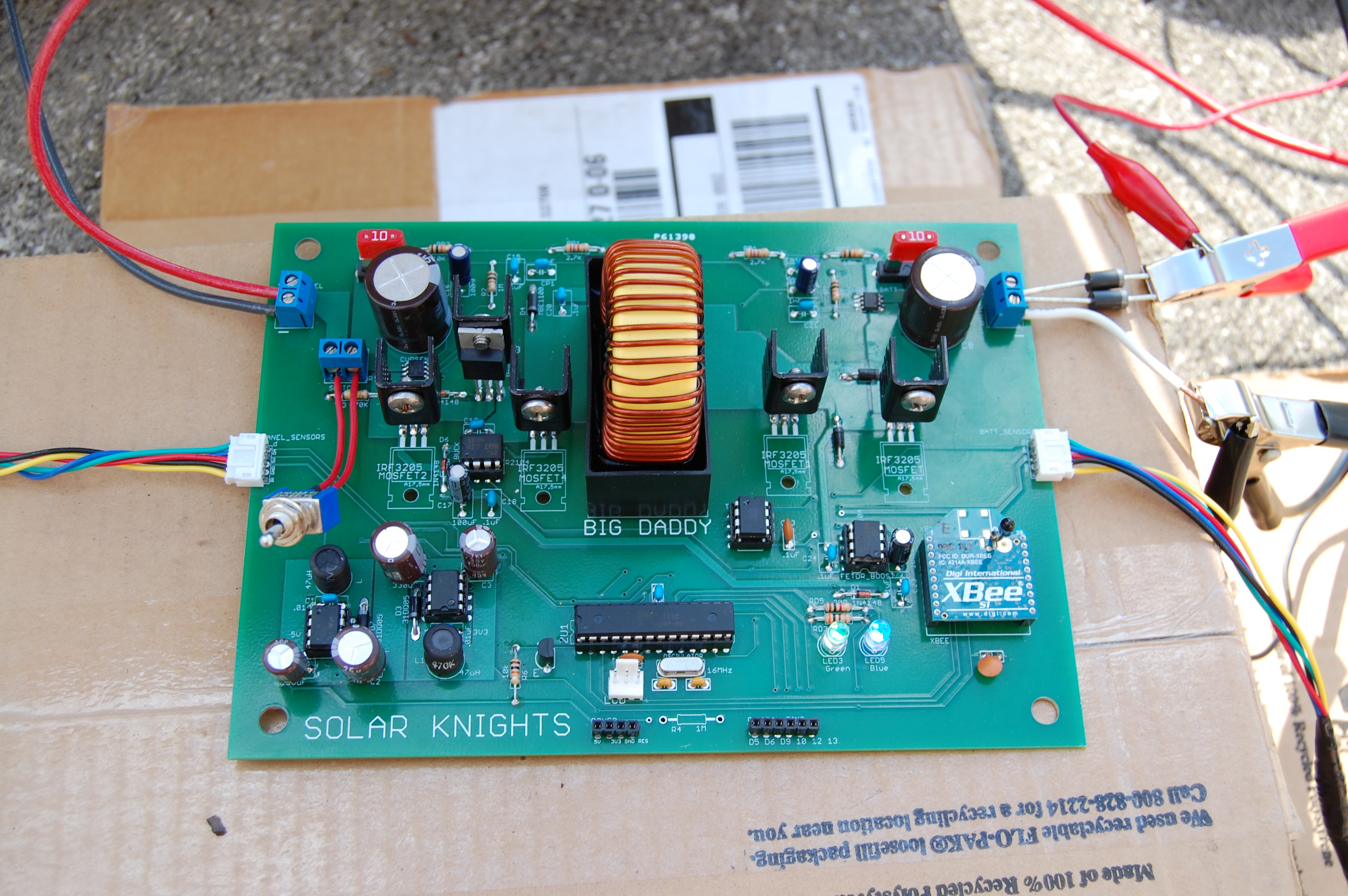Pmc2 Solar Charge Controller Circuit Working With Microcontroller Block Diagram Pcb The Mppt Maximizes Efficiency By Controlling Output Voltage Since A Batterys Stays At Near Constant